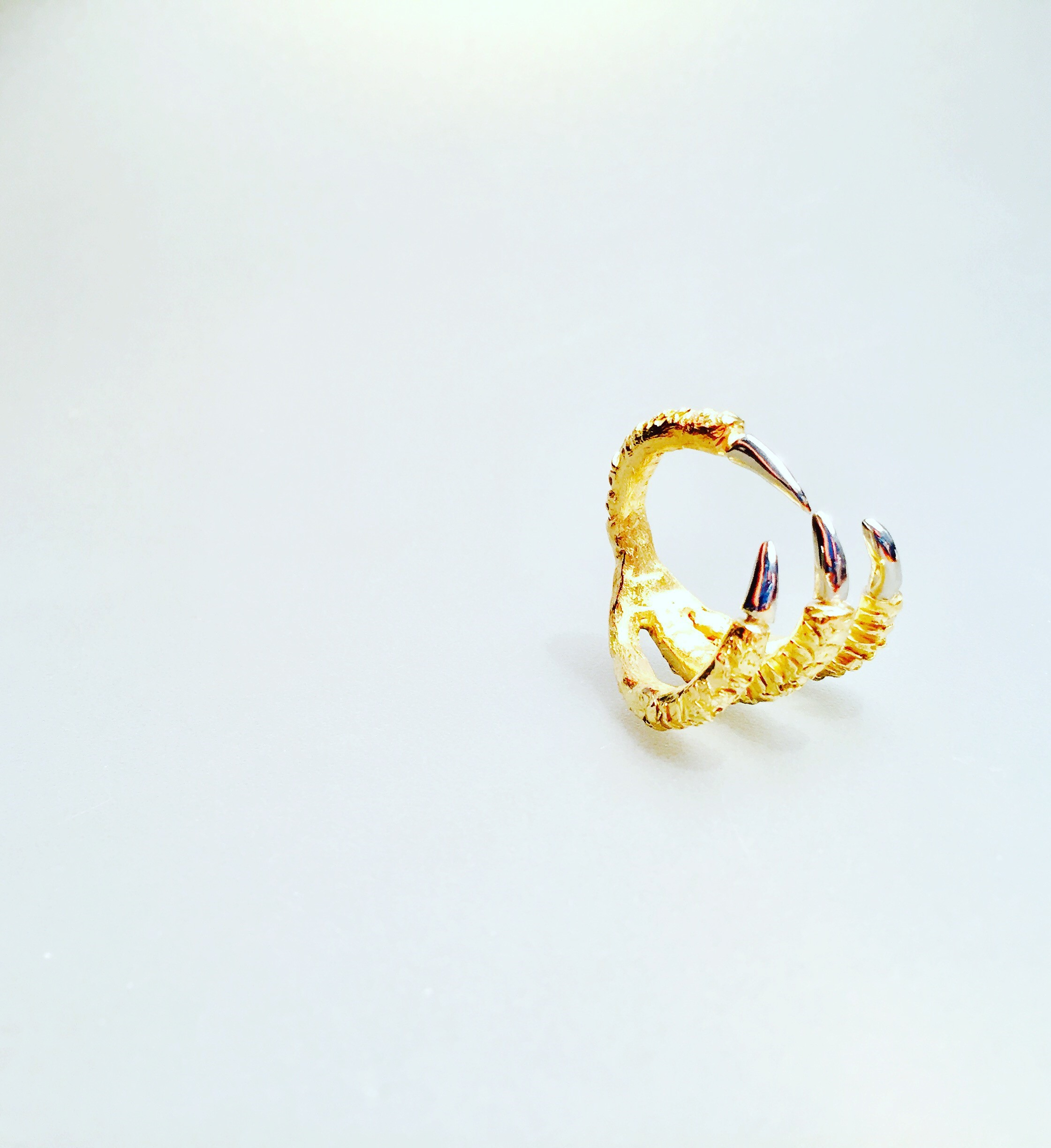 claw ring - 18 kt yellow gold and 19 kt white gold